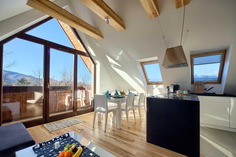 Salon z widokiem na góry w apartamencie Superior